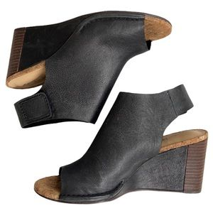 EUC Clarks leather wedge sandals